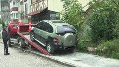 Düzce'de Kaldırıma Parkeden Araçlar Çekiliyor